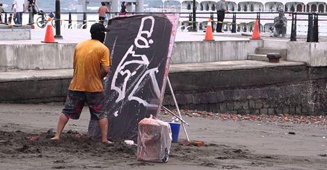 Homem pintando quadro de um jeito incrível