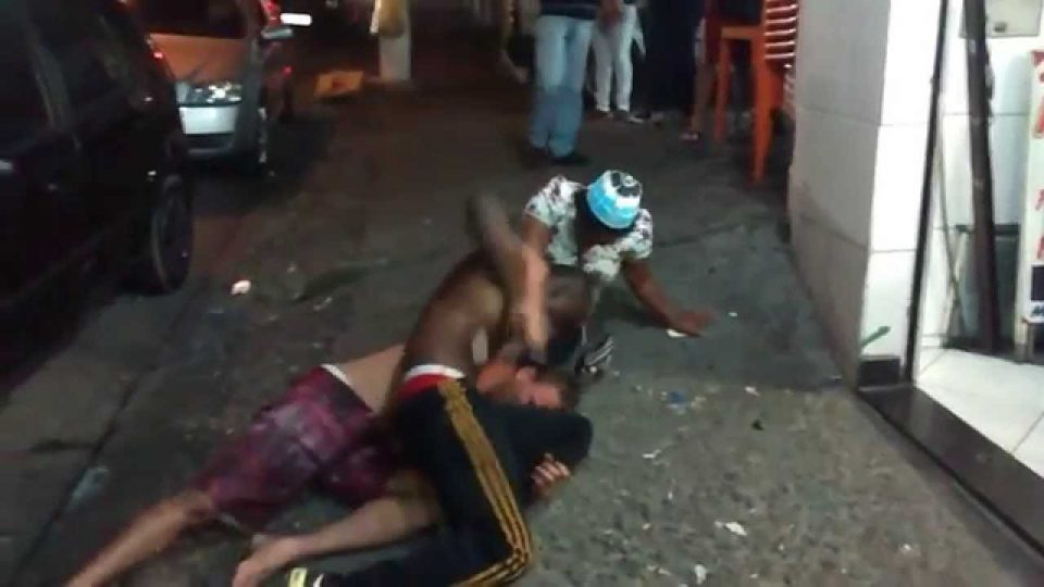 05 videos watsapp com porradas certeiras nas brigas de rua!